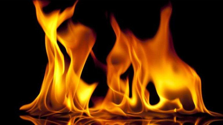 उल्हासनगर में बैग बनाने वाले फैक्ट्री में लगी आग