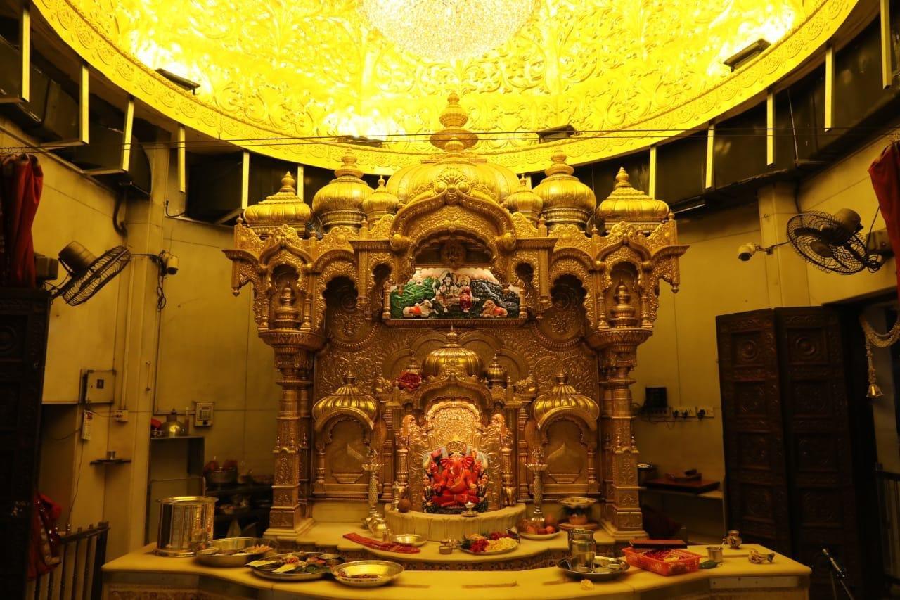 सिद्धिविनायक मंदिराला ३५ किलो सोनं दान