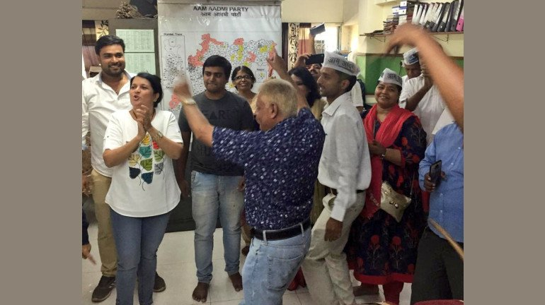 AAP के मुंबई कार्यालय में भी मना जश्न