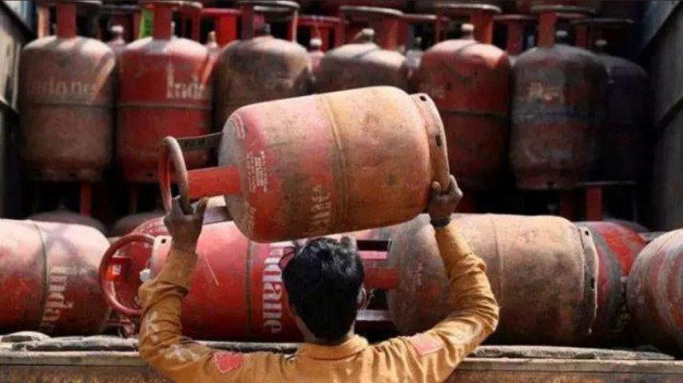 घरेलू गैस के दाम में 25 रुपये की फिर बढ़ोत्तरी