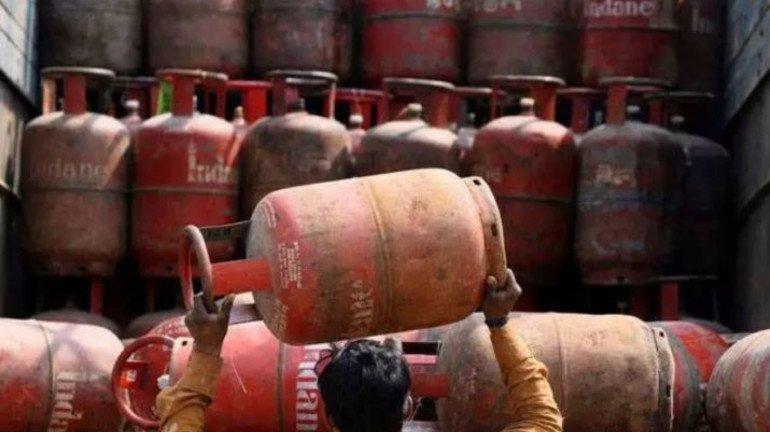 दिल्ली चुनाव खत्म होते ही गैस सिलेंडर के बढ़े दाम