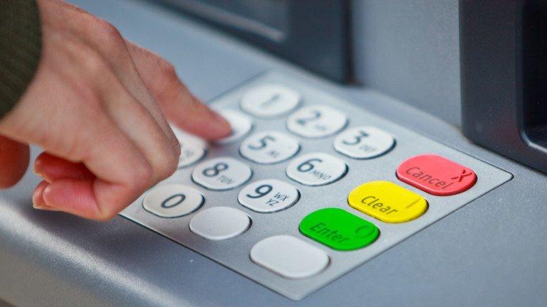 ATM च्या वापरावर मोजावे लागू शकतात जादा शुल्क