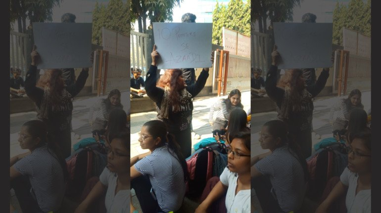 Students of Mithibai College Hold Protest