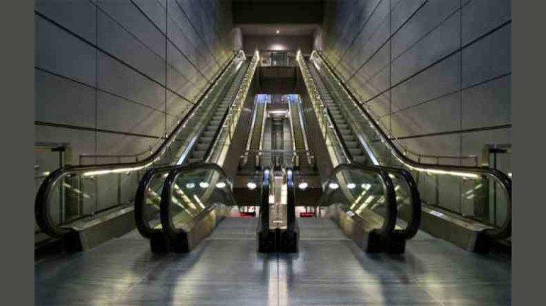 मॉलमधील एस्केलेटरमध्ये चिमुकल्याची तीन बोटं तुटली