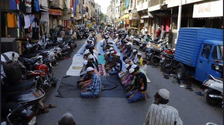 Coronavirus Pandemic: Police files FIR against masjid trustees for disobeying orders