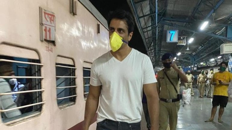 After Sena's criticism, Leaders from BJP, NCP, MNS, Congress side with Sonu Sood
