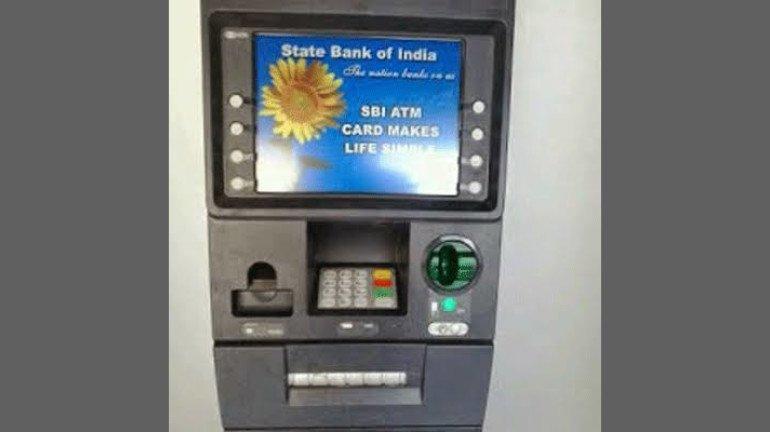 ATM से पैसा निकालना पड़ेगा महंगा, 1 जुलाई से बदल रहे हैं ये नियम