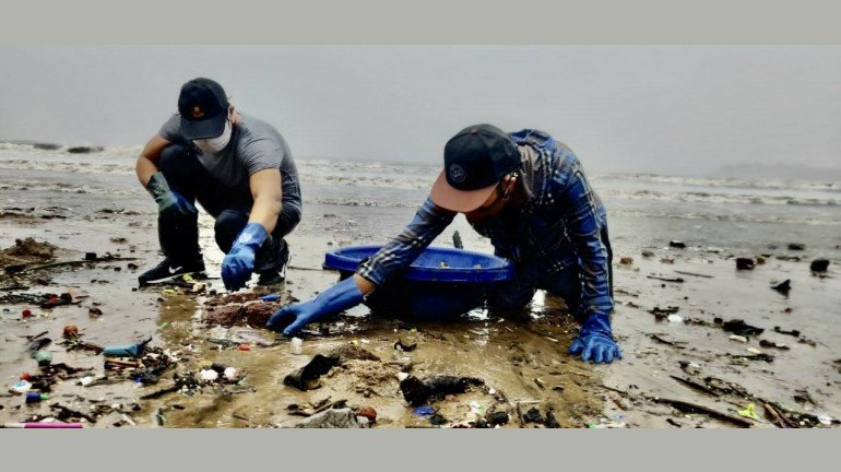 Cleaning Mumbai one beach at a time