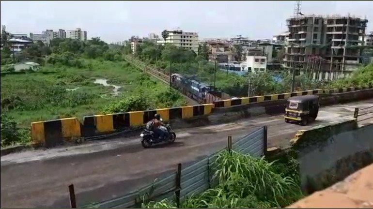 कल्याण-शील मार्ग पर निलजे रेलवे फ्लाईओवर हल्के वाहनों के लिए खुला