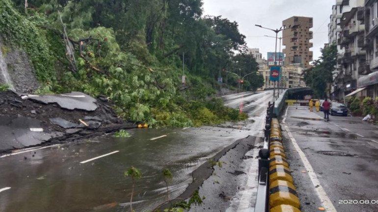 Mumbai Rains : लँडस्लाईडमुळे पेडर रोड वाहतुकीसाठी बंद