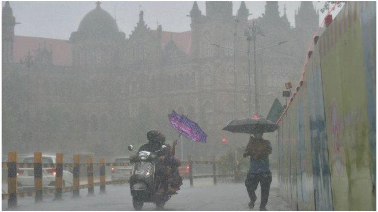 Mumbai Rains : शुक्रवारी मुंबईत मुसळधार पावसाची शक्यता