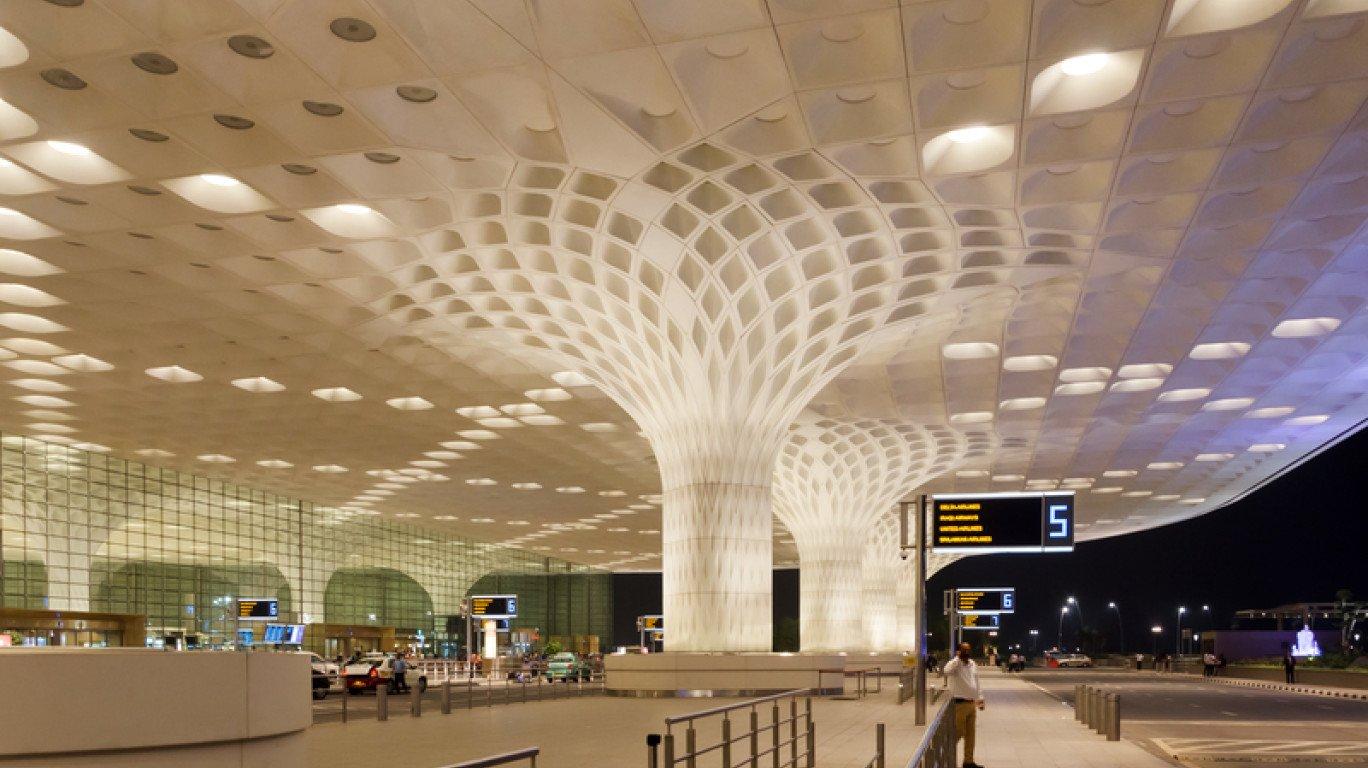 मुंबई एयरपोर्ट से अदानी ग्रुप 74% हिस्सेदारी खरीदने के लिए तैयार? | Mumbai