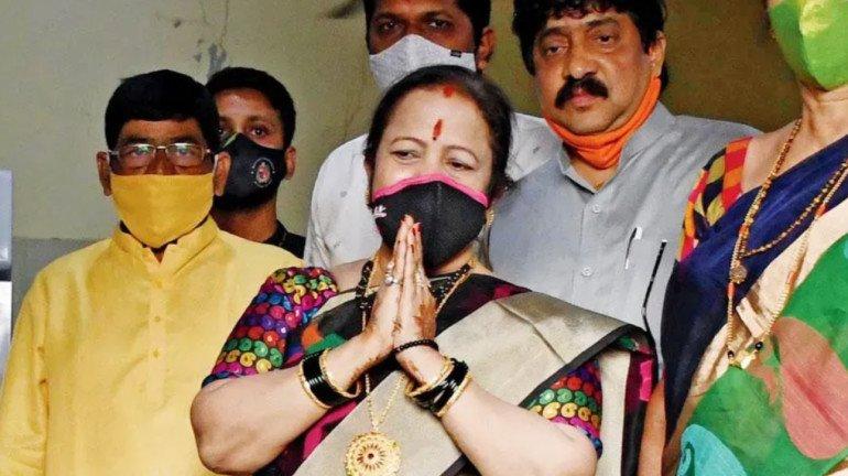 Mumbai Mayor Kishori Pednekar uses objectionable tweet triggers controversy; Netizens demand apology