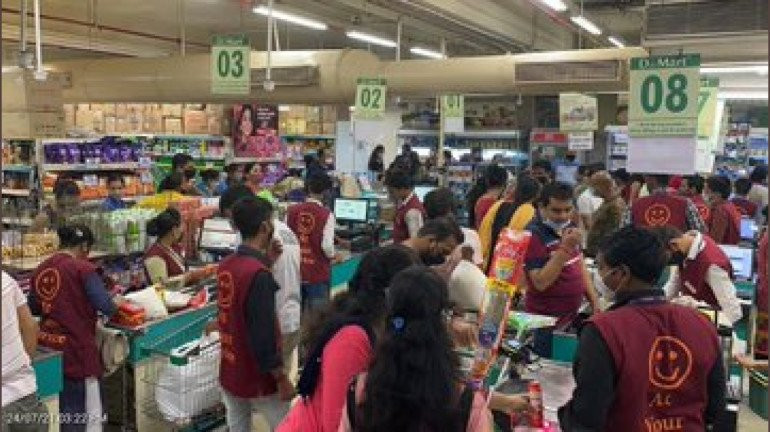 BMC seals a D-Mart store in Malad for violating COVID-19 norms; seeks explanation from manager