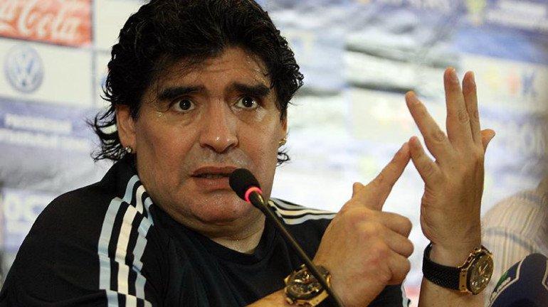अर्जेंटीना के दिग्गज फुटबॉल खिलाड़ी डिएगो माराडोना का निधन