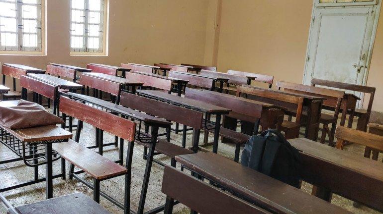 बढ़ी हुई फीस का भुगतान न करने के कारण छात्र परीक्षा से वंचित ?, शिक्षा अधिकारियों से करें शिकायत