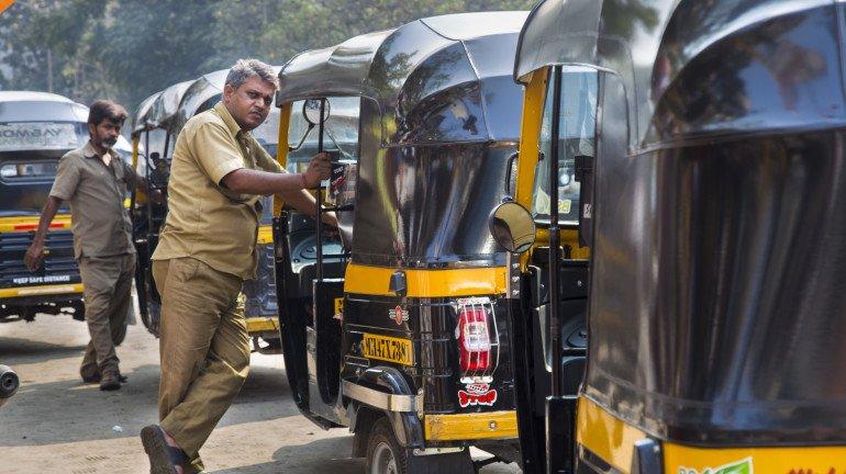रिक्शा-टैक्सी चालकों का भी कोरोना टेस्ट