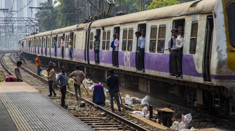 Mumbai local trains installs CCTV cameras