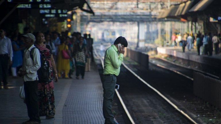 नकली पहचान पत्र पर कर रहे लोकल यात्रा;  रेलवे पुलिस द्वारा गिरफ्तारी