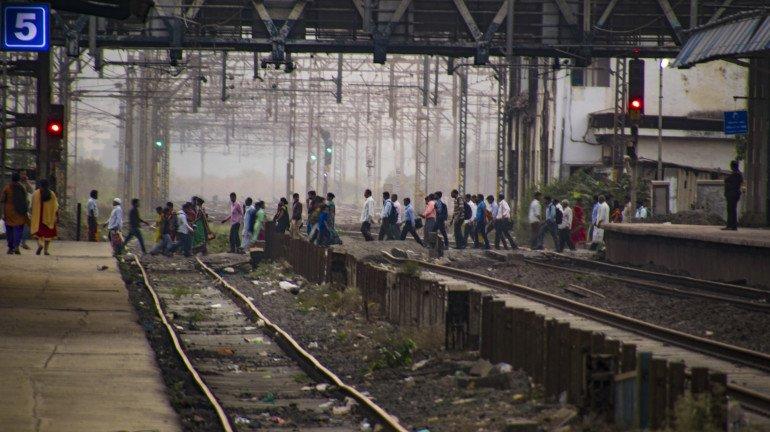 सेंट्रल रेलवे बाधित