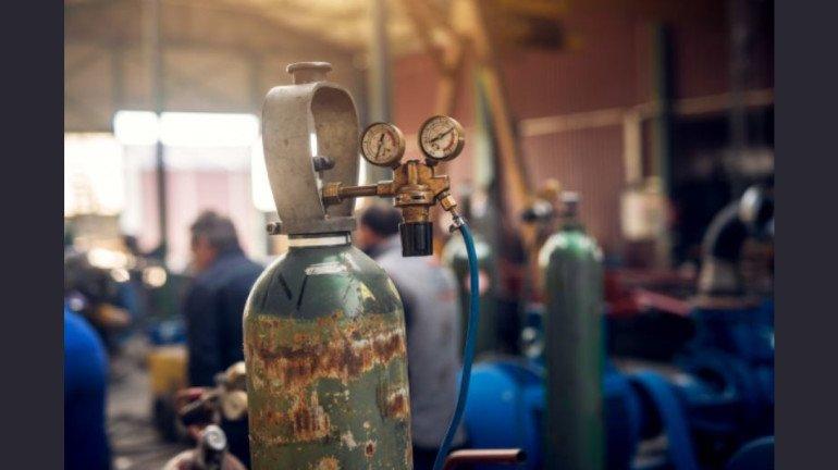 मुंबई में 16 ऑक्सीजन प्लांट लगाने में देरी पर बीएमसी ने ठेकेदार को जारी किया नोटिस