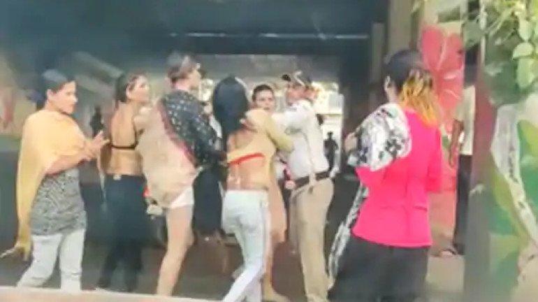 घाटकोपरमध्ये तृतीयपंथीयांकडून वाहतूक पोलिसाला मारहाण