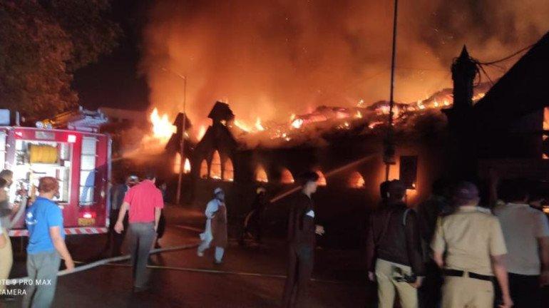 25 shops gutted in a massive fire at Pune's Shivaji Market