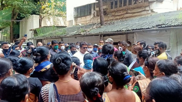 Fisherwomen meet MNS chief Raj Thackeray demanding solutions for their problems