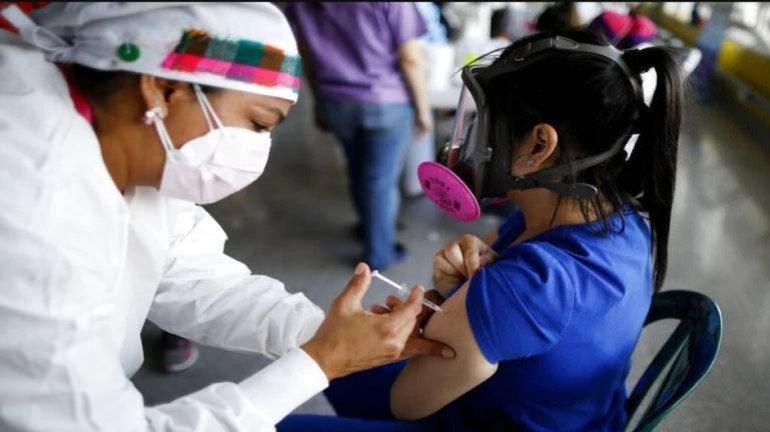 मुंबई में कोरोना वैक्सीन की कमी, कैसे लगेगा लोगों को टीका