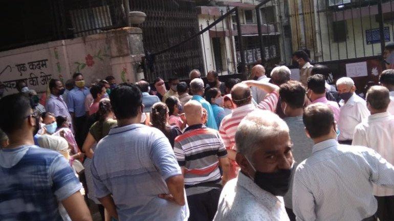 कोविशिल्ड के स्टॉक  केंद्र के लिए 20 मई तक बुक , मोदीजी महाराष्ट्र को कब टीका लगाया जाएगा? - कांग्रेस