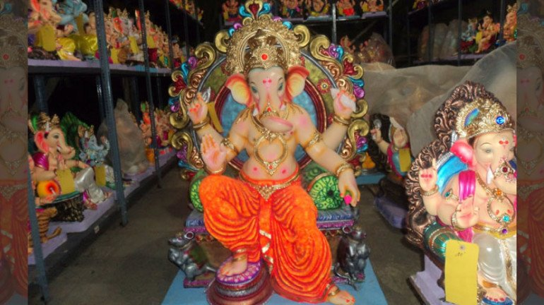 Ganpati idol makers urge the government to lift the ban on use of POP