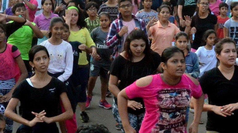 मैदाने लाटणाऱ्या शिवसेनेने 'स्वेट ऑन स्ट्रीट'च्या माध्यमातून मुलांना रस्त्यांवर खेळवले