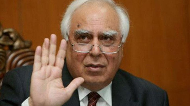 Lawyer Kapil Sibbal to represent hawkers in Bombay High Court