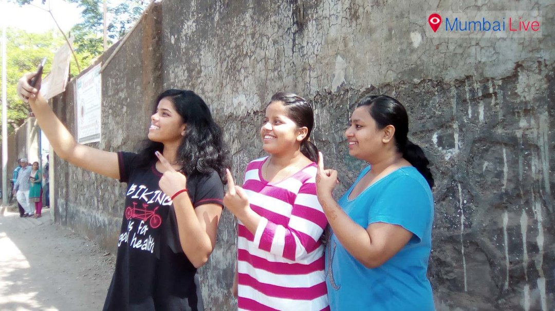 Mumbai youngsters vote in BMC polls
