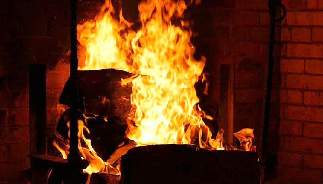 आग लगने से रूम जलकर खाक ।