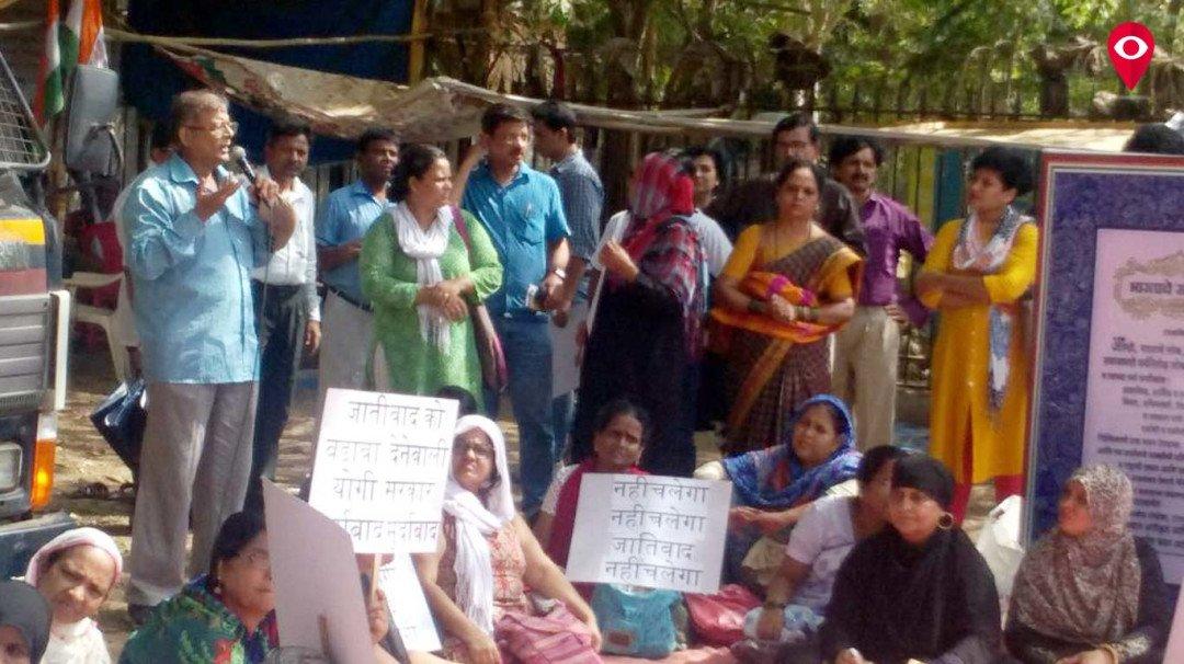 सहारनपूर हिंसा के विरोध में आजाद मैदान में धरना प्रदर्शन