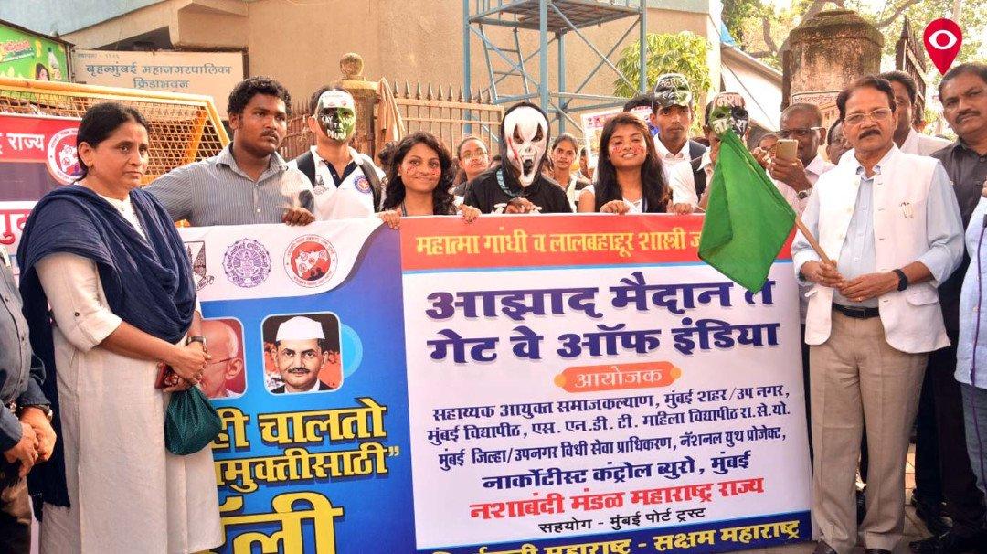 'महाराष्ट्र में भी हो शराबबंदी' डब्बेवालों ने की मांग