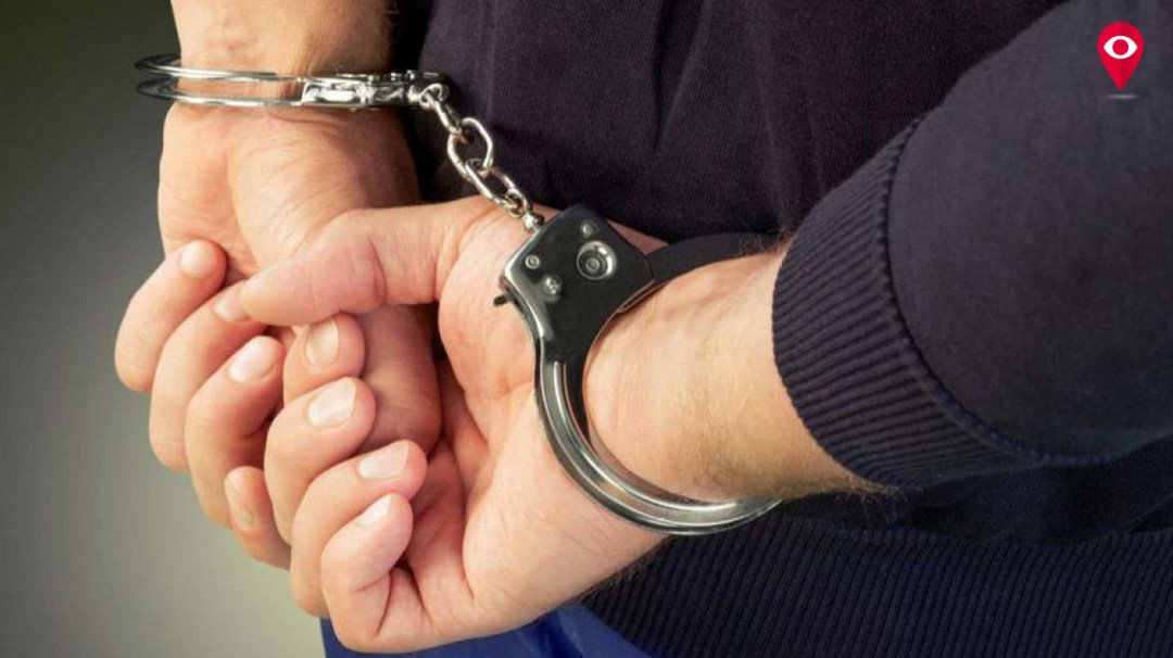 रक्षक ही बने भक्षक, हीरे लुटने के आरोप में दो पुलिस वाले गिरफ्तार
