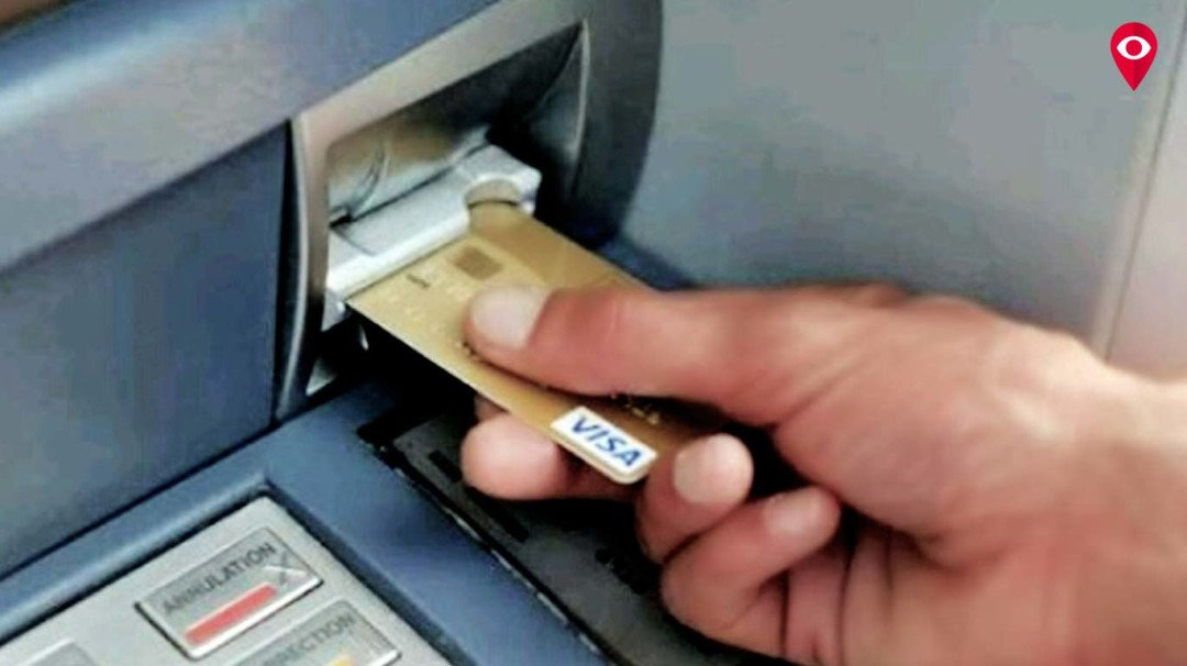 ATMs out of cash, Mumbaikars irked