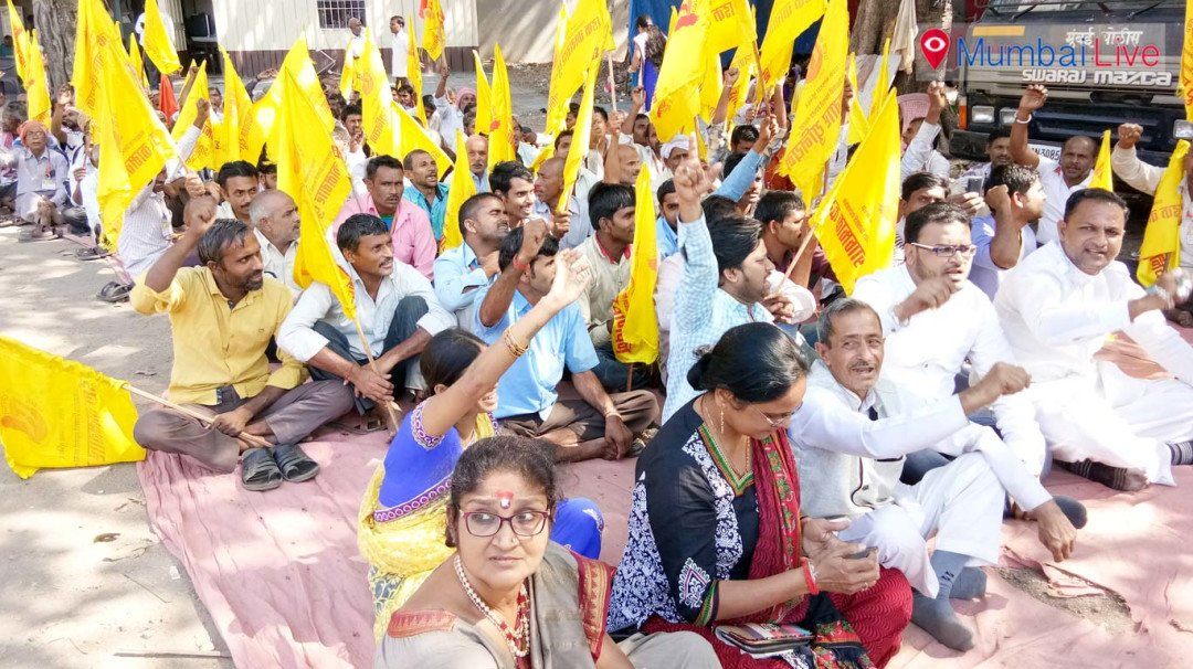 Dairy workers stage protest at Azad Maidan