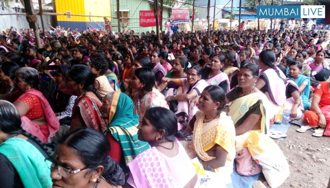 Anganwadi workers protest at Azad Maidan