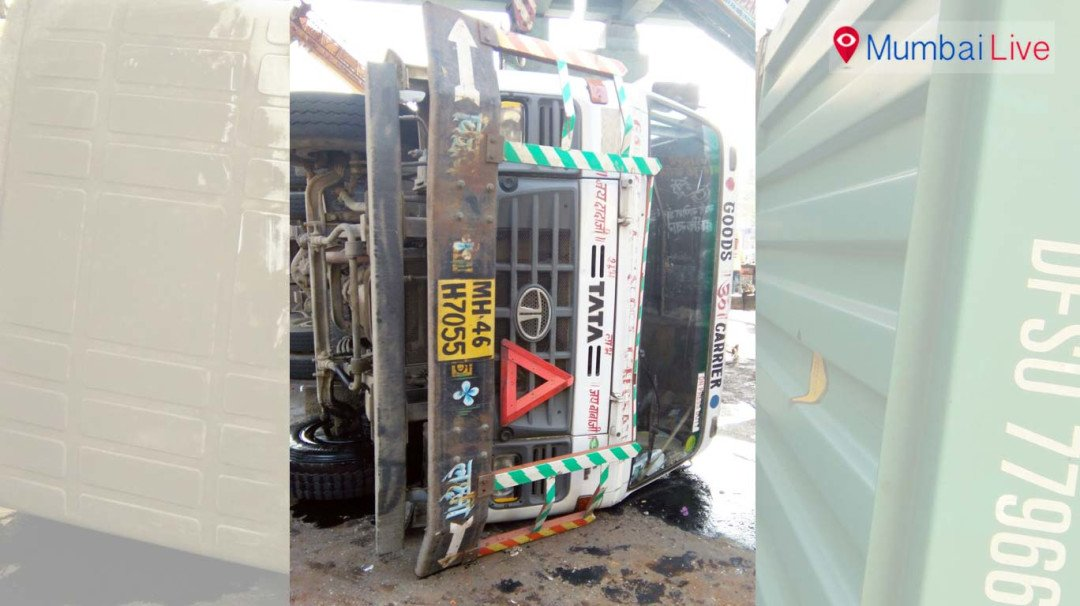 Container topples on western express highway