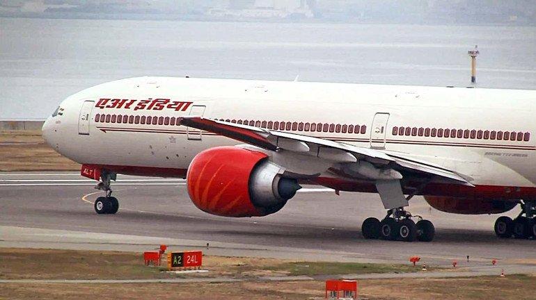 एअर इंडियाचं विमान ७ तास रखडलं, वैतागलेल्या प्रवाशांचं आंदोलन