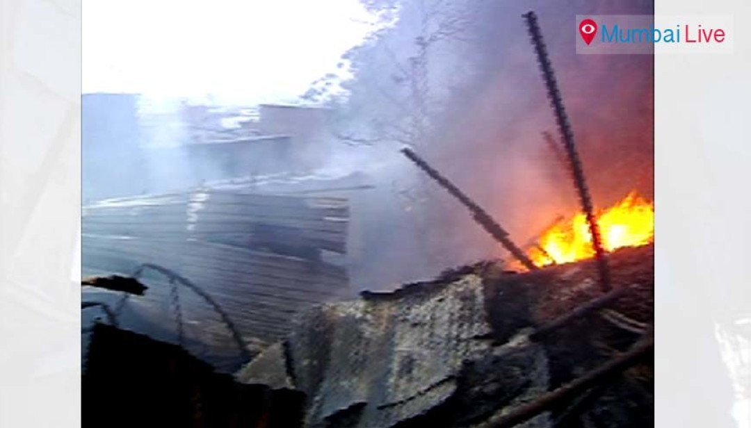 30 huts gutted in fire at Sakinaka