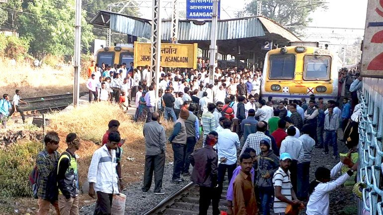 आसनगांव स्टेशन पर यात्रियों का रेल रोको आंदोलन!