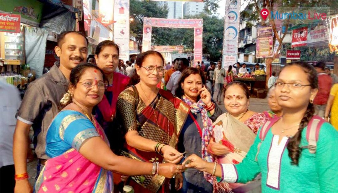 BJP celebrates Dussehra with residents