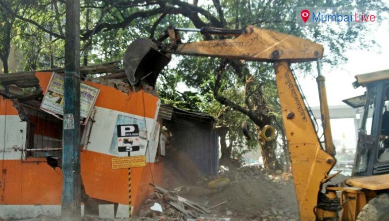अवैध निर्माणों पर बीएमसी का हथौड़ा