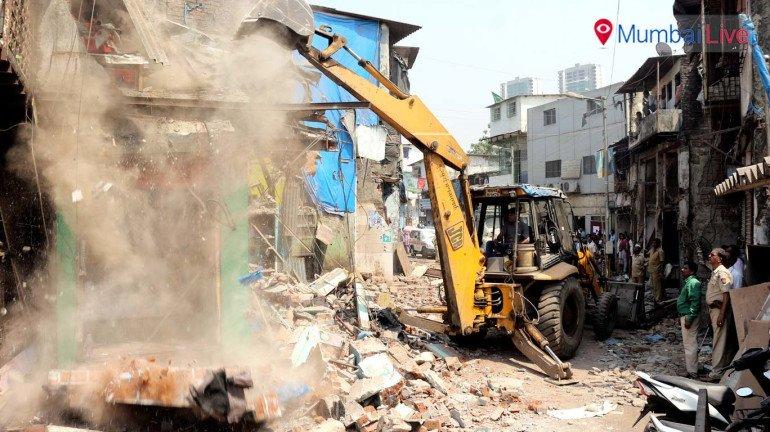 अवैध निर्माणों पर कार्रवाई