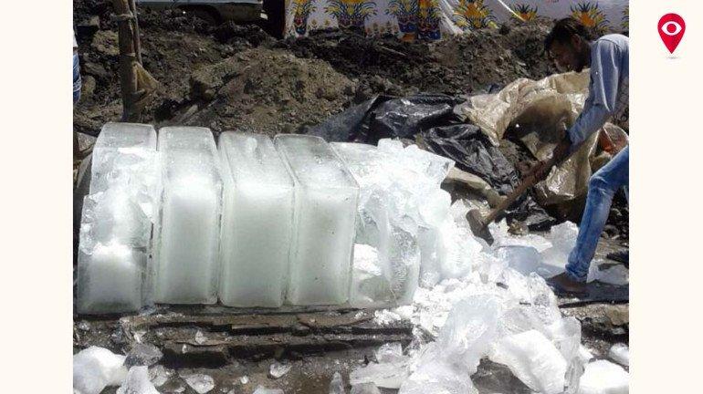बर्फ पर मनपा की कार्यवाही
