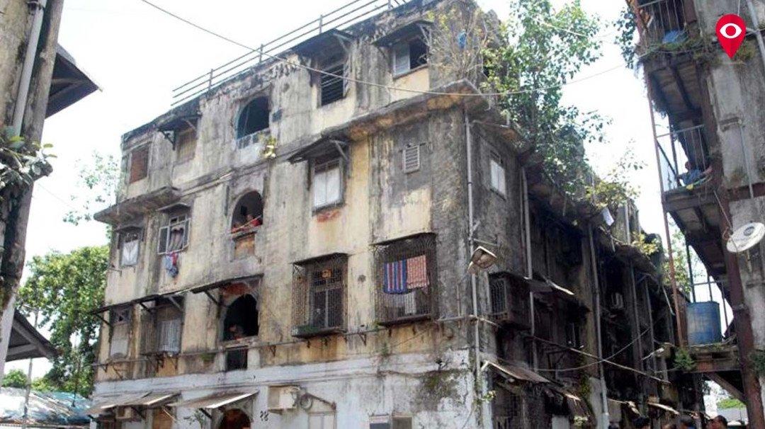 617 खतरनाक इमारतों के नीचे रह रहे है मुंबईकर